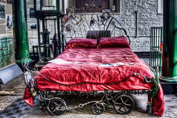 Фотография: Спальня в стиле Прованс и Кантри, Классический, Современный, Эклектика, Декор интерьера, Малогабаритная квартира, Мебель и свет, Готический – фото на INMYROOM