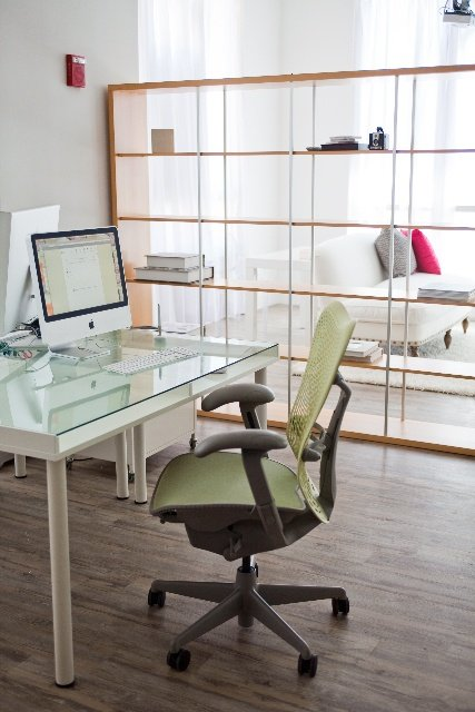 Фотография: Офис в стиле Скандинавский, Декор интерьера, Мебель и свет, Перегородки – фото на INMYROOM