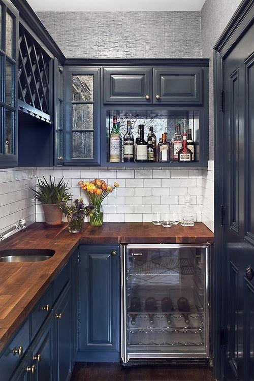 Фотография: Кухня и столовая в стиле Прованс и Кантри, Квартира, Мебель и свет, Переделка, Ремонт на практике – фото на InMyRoom.ru
