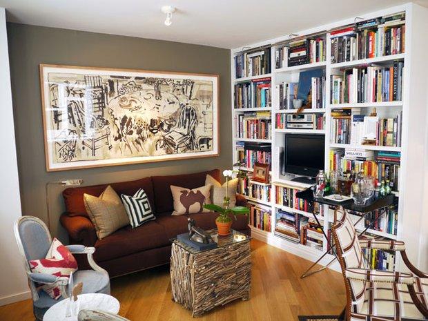 Фотография: Гостиная в стиле Скандинавский, Декор интерьера, Квартира, Хранение, Мебель и свет, Стиль жизни, Советы, Стены – фото на INMYROOM