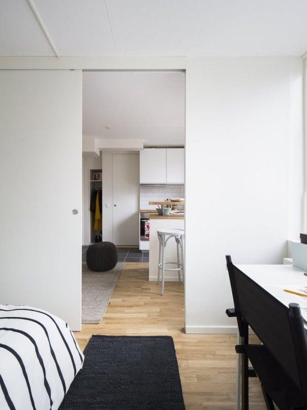 Фотография: Спальня в стиле Скандинавский, Современный, Малогабаритная квартира, Квартира, Планировки, Хранение – фото на INMYROOM