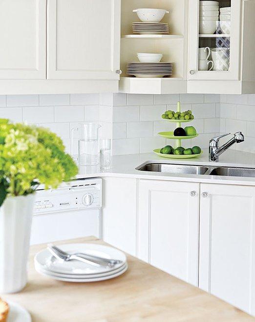 Фотография: Кухня и столовая в стиле Современный, Декор интерьера, Дом, Цвет в интерьере, Дома и квартиры, Стены, Синий – фото на INMYROOM