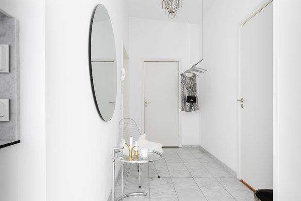Фотография: Прихожая в стиле Скандинавский, Современный, Декор интерьера, Квартира, Белый, Зеленый, Бежевый, 40-60 метров – фото на INMYROOM