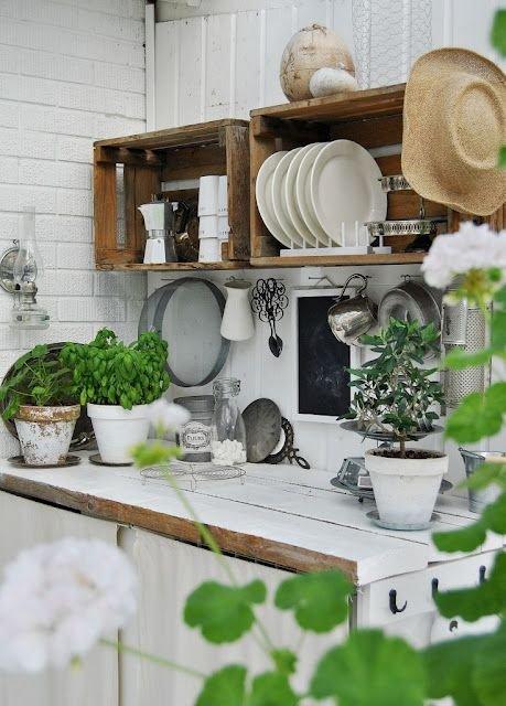 Фотография: Кухня и столовая в стиле Прованс и Кантри, Малогабаритная квартира, Квартира, Флористика, Стиль жизни, Зимний сад – фото на INMYROOM