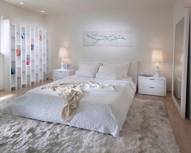 Фотография: Спальня в стиле Скандинавский, Декор интерьера, Малогабаритная квартира, Квартира, Дома и квартиры, Советы, Зеркало – фото на INMYROOM