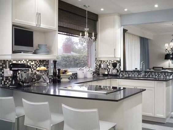 Фотография: Кухня и столовая в стиле Классический, Современный, Декор интерьера, Дом, Декор дома, Плитка, Мозаика, Кухонный фартук – фото на INMYROOM