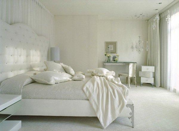 Фотография: Спальня в стиле Классический, Цвет в интерьере, Стиль жизни, Советы, Белый – фото на INMYROOM