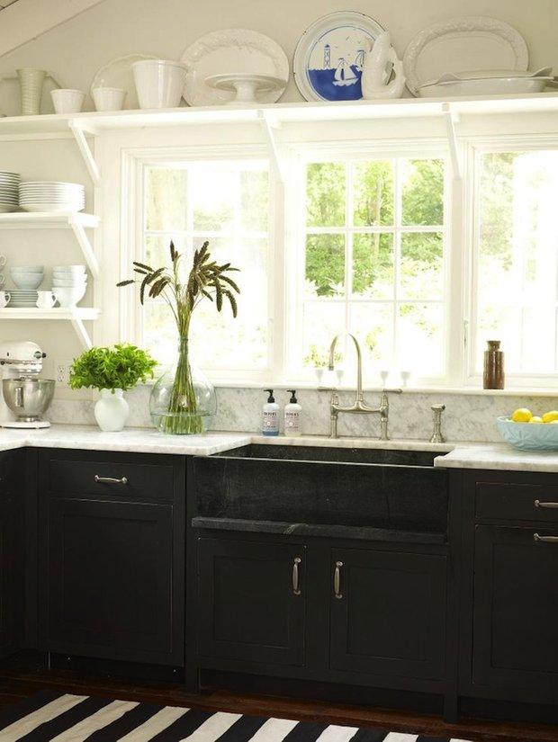 Фотография: Кухня и столовая в стиле Прованс и Кантри, Интерьер комнат, Цвет в интерьере, Белый – фото на INMYROOM
