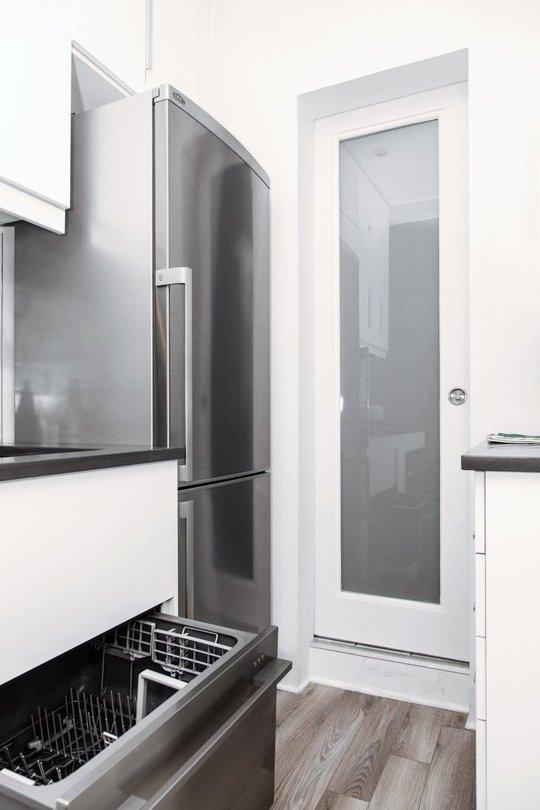 Фотография: Кухня и столовая в стиле Современный, Хай-тек, Малогабаритная квартира, Интерьер комнат, Ремонт, kuhnya-8-kv-metrov – фото на INMYROOM