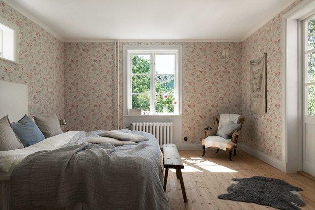Фотография: Спальня в стиле Прованс и Кантри, Скандинавский, Декор интерьера, Дом, Швеция, Декор дома, Белый, Стокгольм, Серый, уютный минимализм – фото на INMYROOM