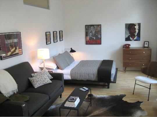 Фотография: Спальня в стиле Скандинавский, Гостиная, Интерьер комнат – фото на INMYROOM