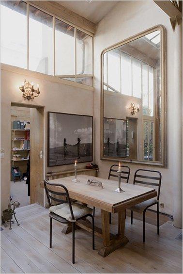 Фотография: Кухня и столовая в стиле Прованс и Кантри, Дом, Дома и квартиры, Лестница – фото на INMYROOM