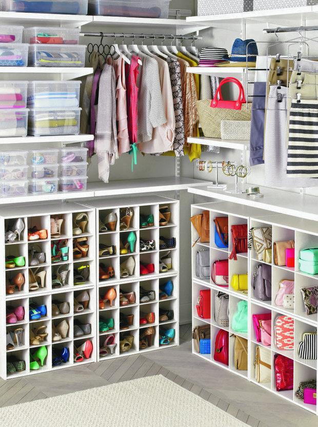 Фотография: Гардеробная в стиле Современный, Мебель и свет, Советы, хранение сезонных вещей – фото на INMYROOM