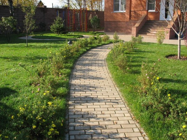 Фотография: Ландшафт в стиле , Советы, садовая дорожка, как сделать дорожку в саду, идеи садовых дорожек – фото на INMYROOM