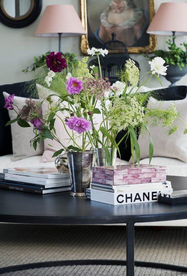 Фотография: Флористика в стиле , Классический, Скандинавский, Декор интерьера, Квартира, Черный, Бежевый, Серый, Розовый, бледно-розовый цвет в интерьере, модная палитра в интерьере – фото на INMYROOM