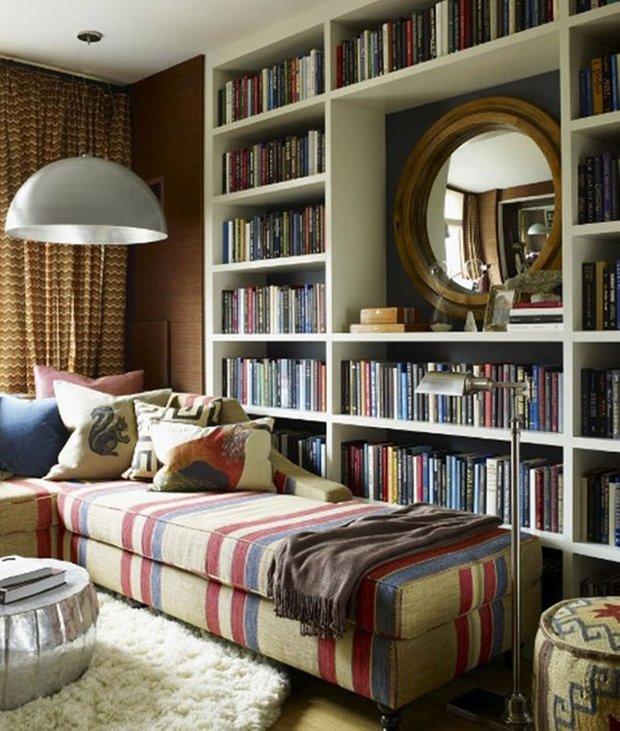 Фотография: Спальня в стиле Современный, Системы хранения, Библиотека, Домашняя библиотека – фото на INMYROOM