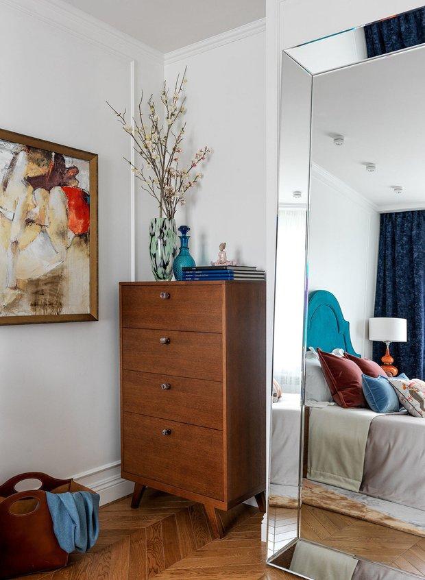 Фотография: Спальня в стиле Эклектика, Советы, как сделать интерьер светлее, темная квартира, Ксения Мезенцева – фото на INMYROOM