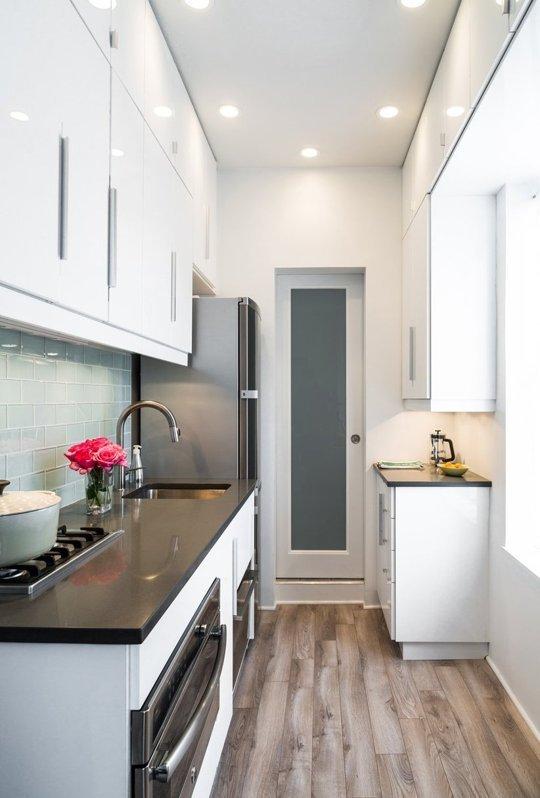 Фотография: Кухня и столовая в стиле Современный, Малогабаритная квартира, Интерьер комнат, Ремонт, kuhnya-8-kv-metrov – фото на INMYROOM