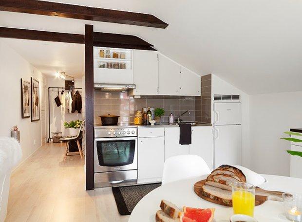 Фотография: Кухня и столовая в стиле Скандинавский, Малогабаритная квартира, Квартира, Дома и квартиры, Мансарда – фото на INMYROOM