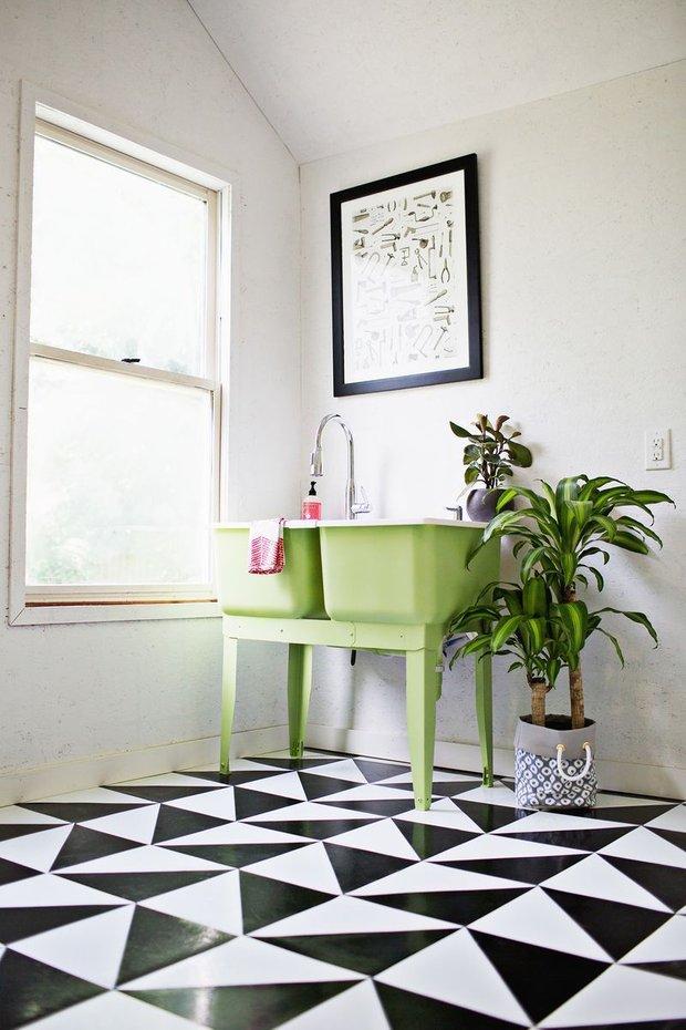 Фотография:  в стиле , Ванная, Декор интерьера, Декор, Советы, Красный, Зеленый, Бежевый, Серый, Голубой – фото на InMyRoom.ru