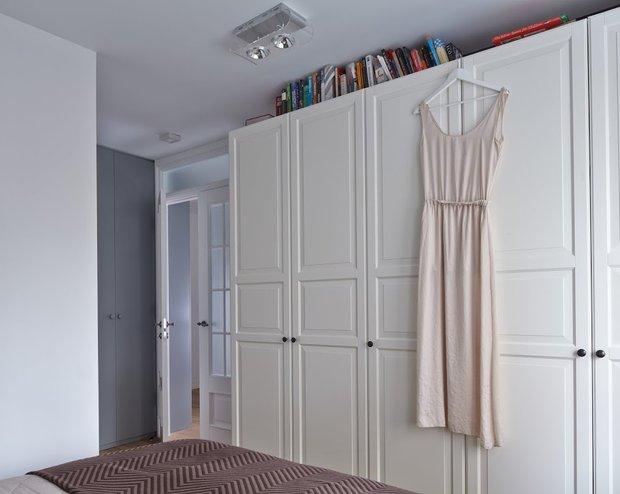 Фотография: Спальня в стиле Скандинавский, Квартира, Цвет в интерьере, Дома и квартиры, Перепланировка, Серый – фото на INMYROOM