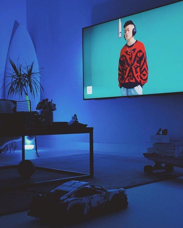 Фотография: Прихожая в стиле Лофт, Цвет в интерьере, Советы, Philips, свет, телевизор, Ambilight – фото на INMYROOM