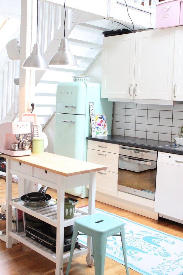 Фотография: Кухня и столовая в стиле Лофт, Декор интерьера, Дизайн интерьера, Цвет в интерьере, Белый – фото на InMyRoom.ru