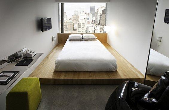 Фотография: Спальня в стиле Минимализм, Дома и квартиры, Городские места – фото на INMYROOM