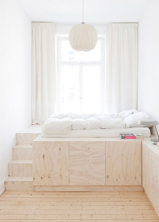 Фотография: Спальня в стиле Минимализм, Малогабаритная квартира, Квартира, Советы, Бежевый, Бирюзовый, Зонирование, как зонировать комнату, как зонировать однушку, как зонировать однокомнатную квартиру – фото на INMYROOM