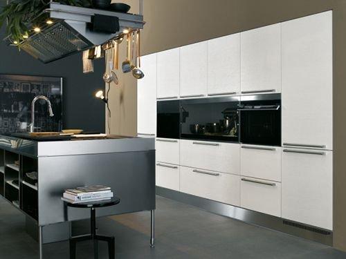 Фотография: Кухня и столовая в стиле Современный, Хай-тек, Интерьер комнат, Бытовая техника – фото на INMYROOM