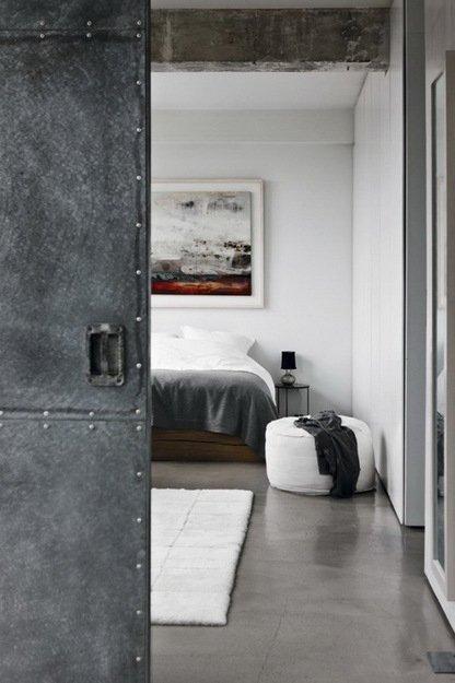 Фотография: Спальня в стиле Лофт, Дом, Цвет в интерьере, Дома и квартиры, Лондон, Серый, Индустриальный – фото на INMYROOM