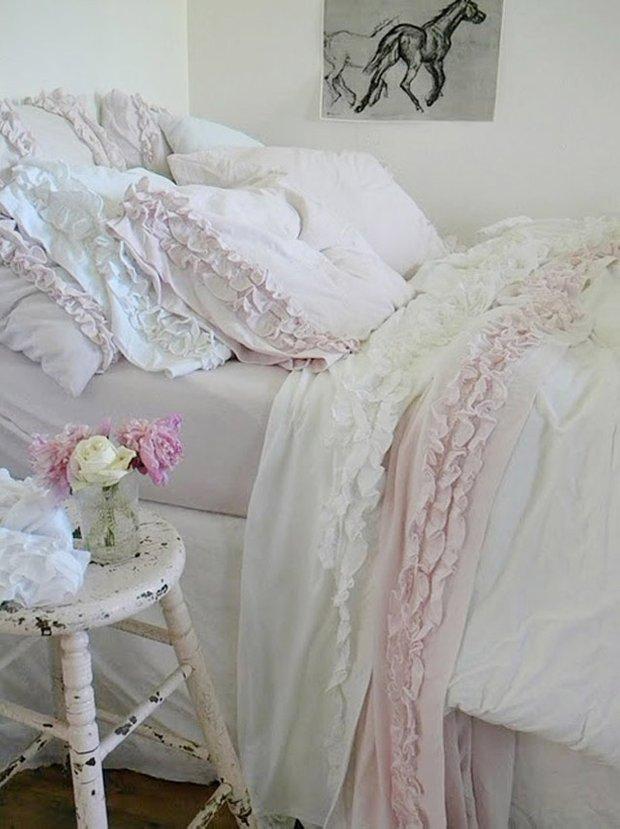 Фотография: Спальня в стиле Прованс и Кантри, Классический, Современный, Декор интерьера, Текстиль, Подушки, Шторы – фото на INMYROOM