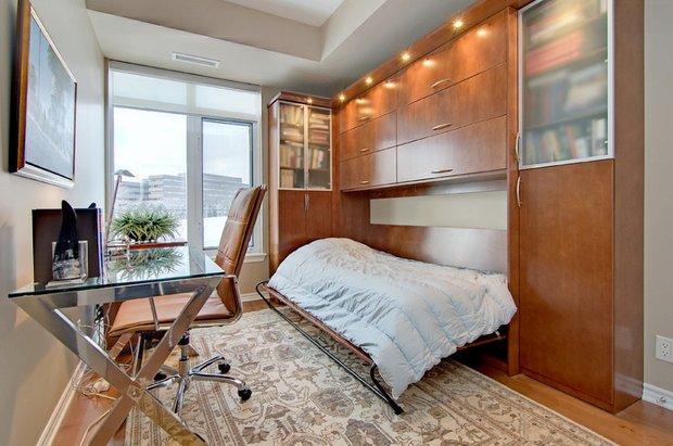Фотография: Спальня в стиле Современный, Декор интерьера, Малогабаритная квартира, Квартира, Дома и квартиры, Советы, Зеркало – фото на INMYROOM