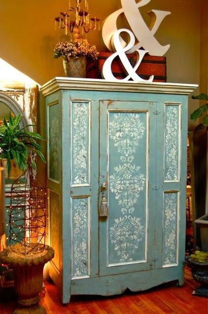 Фотография: Мебель и свет в стиле Прованс и Кантри, Прихожая, Интерьер комнат, Ковер, Шкаф – фото на INMYROOM