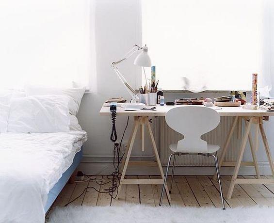 Фотография: Кабинет в стиле Скандинавский, Дом, Дома и квартиры, Стол – фото на INMYROOM