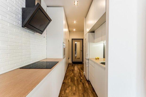 Фотография: Кухня и столовая в стиле Современный, Гид, кухня в коридоре, OM Design, Мария Черкасова, Маргарита Фомина, STUDIO BAZI – фото на INMYROOM