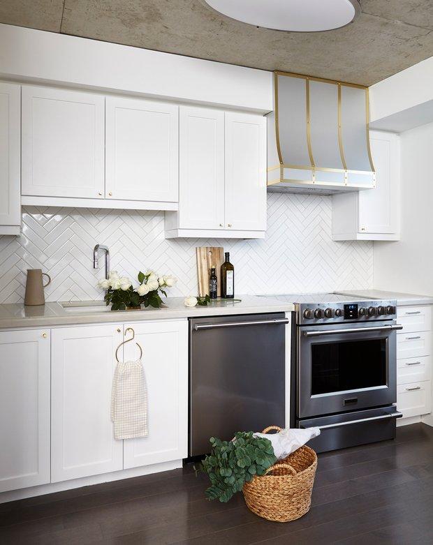 Фотография: Кухня и столовая в стиле Современный, Декор интерьера, Квартира, США, Белый, Черный, Бежевый, 40-60 метров – фото на INMYROOM