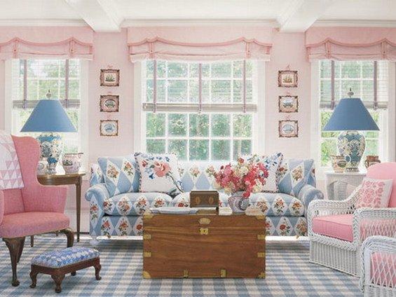 Фотография: Гостиная в стиле Прованс и Кантри, Декор интерьера, Дизайн интерьера, Мебель и свет, Цвет в интерьере, Стены, Розовый, Фуксия – фото на INMYROOM