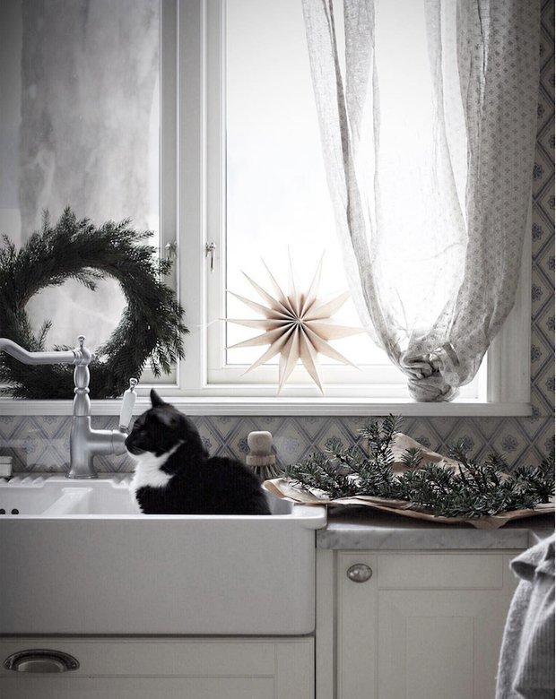 Фотография:  в стиле , Декор интерьера, Дом, Швеция, Белый, Дача, Новый Год, Зеленый, Дом и дача, новогодний декор, новогодний декор интерьера, как украсить интерьер к новому году – фото на INMYROOM