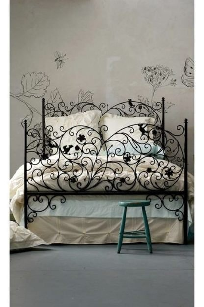 Фотография: Спальня в стиле Прованс и Кантри, Интерьер комнат, Кровать, Гардероб, Комод, Пуф, Табурет – фото на InMyRoom.ru