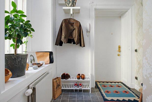 Фотография: Прихожая в стиле Скандинавский, Интерьер комнат, Декор, Мебель и свет, Белый, Минимализм, Зеленый, Бежевый – фото на INMYROOM