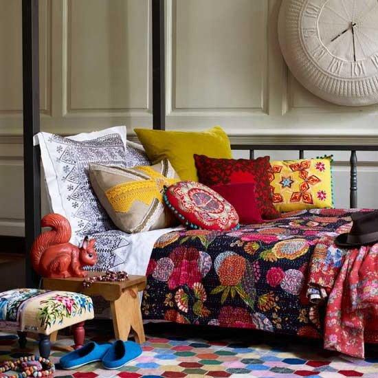 Фотография: Спальня в стиле Эклектика, Декор интерьера, Декор дома, Цвет в интерьере, Геометрия в интерьере – фото на INMYROOM