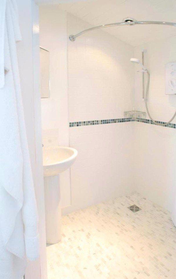 Фотография: Ванная в стиле Современный, Декор интерьера, Дом, Белый – фото на INMYROOM