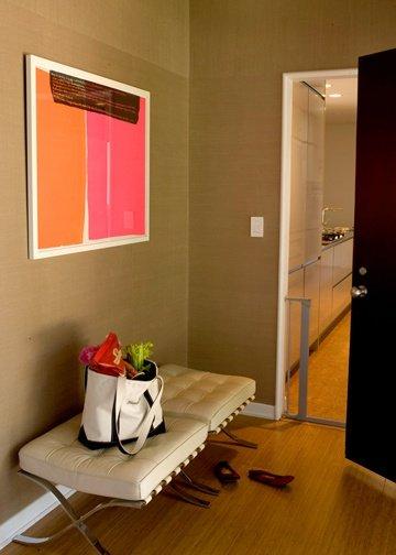 Фотография: Прихожая в стиле Современный, Декор интерьера, Дизайн интерьера, Цвет в интерьере, Желтый, Розовый, Оранжевый, Неон – фото на INMYROOM