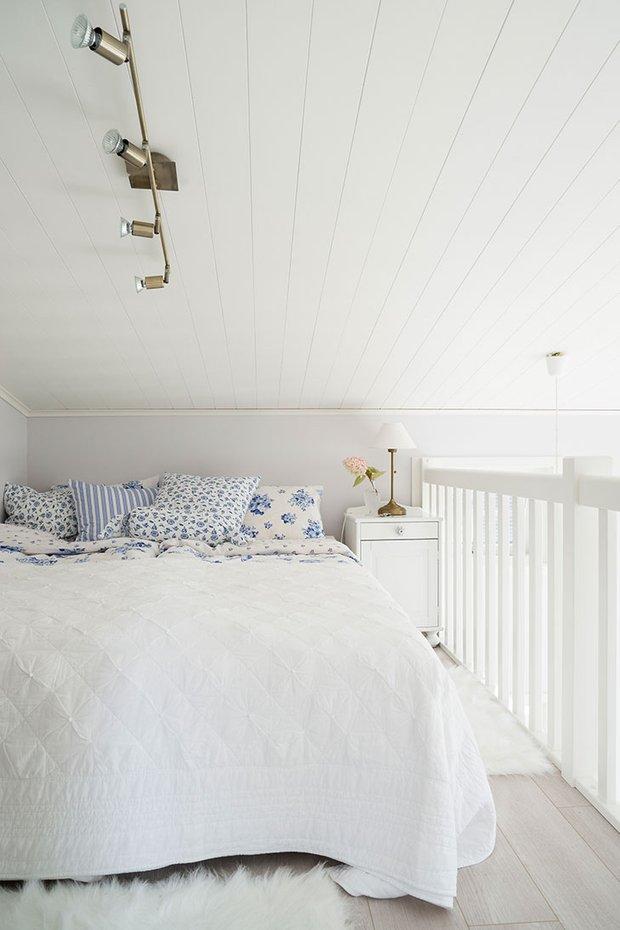 Фотография: Спальня в стиле Скандинавский, Декор интерьера, Дом, Швеция, Дача, Дом и дача – фото на INMYROOM
