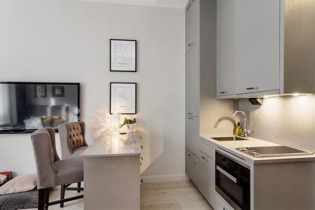 Фотография: Кухня и столовая в стиле Скандинавский, Эклектика, Декор интерьера, Малогабаритная квартира, Квартира, Студия, Швеция, Стокгольм, Серый, до 40 метров – фото на INMYROOM