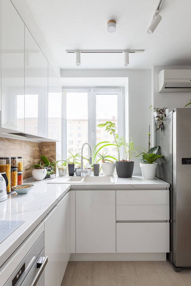 Фотография:  в стиле , Кухня и столовая, Советы, мойка у окна, кухонная мойка – фото на INMYROOM