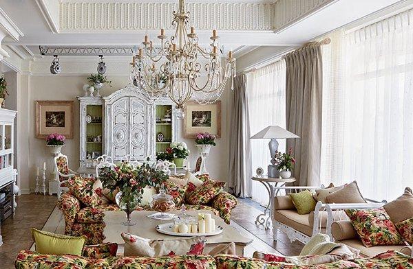 Фотография: Гостиная в стиле Классический, Декор интерьера, Comptoir de Famille, Country Corner, Мебель и свет, Стол, Интерьерная Лавка, Журнальный столик – фото на INMYROOM