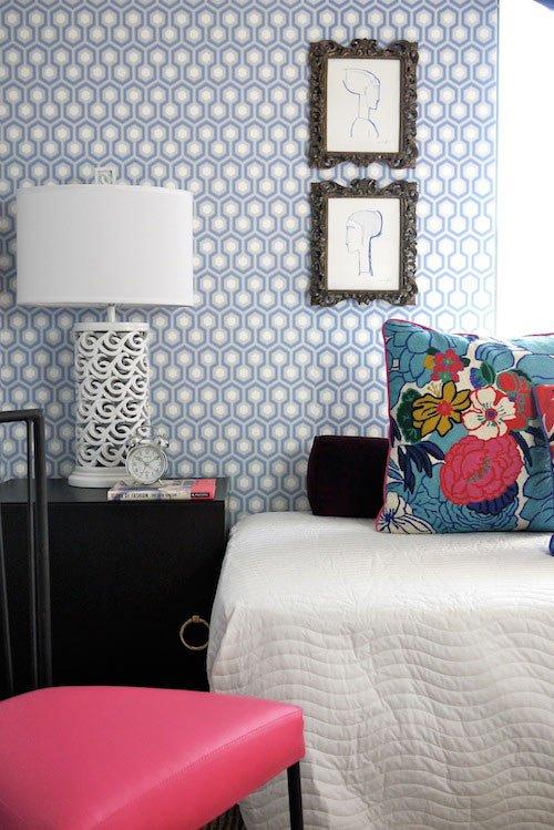 Фотография: Спальня в стиле Современный, Гостиная, Декор, Мебель и свет, Белый, Отель, Переделка, Черный, Голубой – фото на INMYROOM