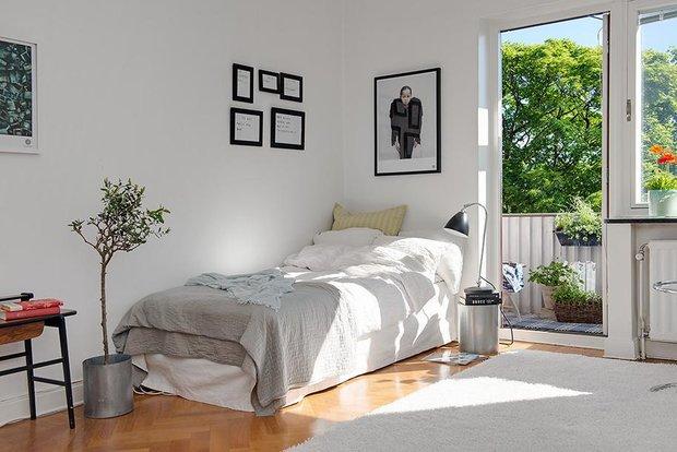 Фотография: Спальня в стиле Скандинавский, Малогабаритная квартира, Квартира, Швеция, Цвет в интерьере, Дома и квартиры, Белый – фото на INMYROOM